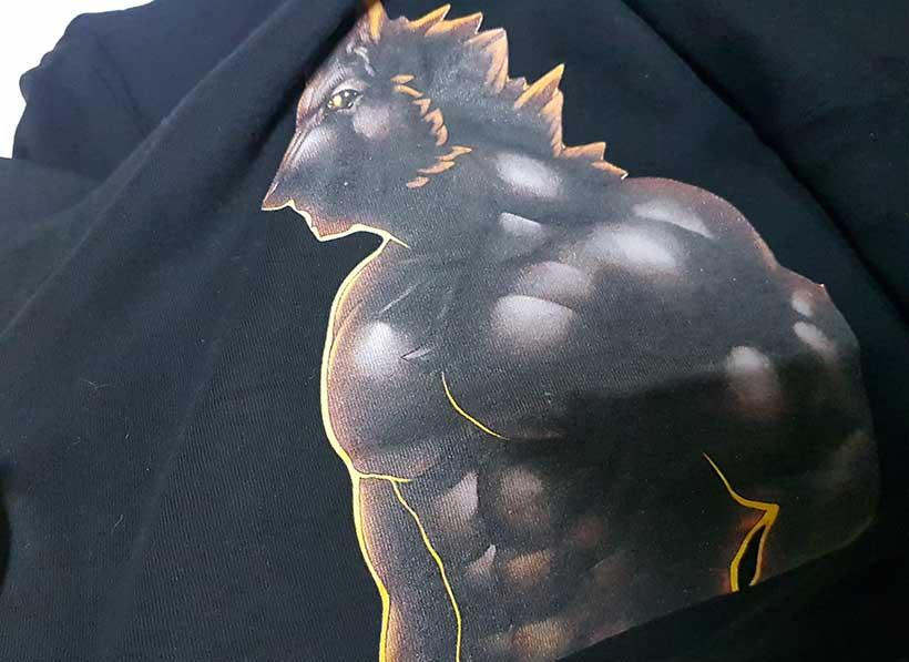 Печать на черной футболке
