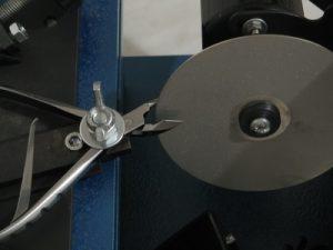 В нашем центре осуществляется высококачественная и профессиональная заточка маникюрного инструмента