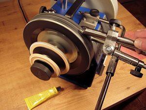 В нашем центре осуществляется высококачественная и профессиональная заточка портновских ножниц